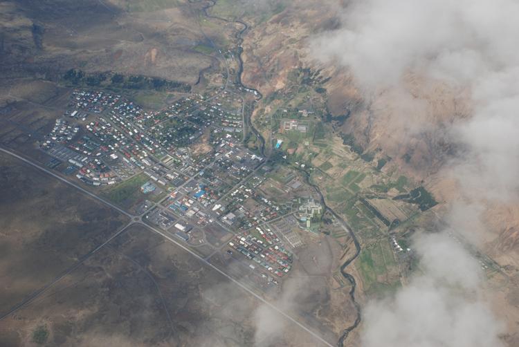 Flygbild över staden Hveragerði