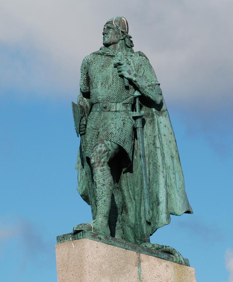 Leifur Eiriksson. Staty utanför Hallgrimskirkjan. Den skänktes till islänningarna av USA i samband med Alltingets tusenårs jubileum 1930.