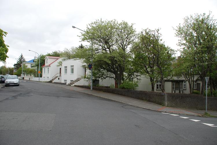 Gatubild från Reykjaviks finare kvarter