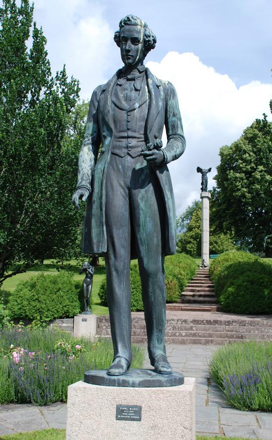 """""""Prins Gustaf"""", vår studentsångs upphovsman. Bakom honom finns """"Eva"""" och """"Linnea"""", alla tre av Carl Eldh."""
