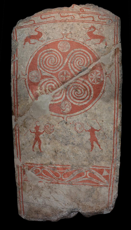 Stenen förvaras bakom ett kraftigt galler på Historiska museet i Stockholm.