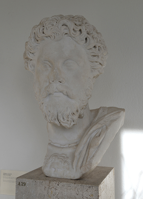 Från antiksamlingen. Ett porträtt i marmor (från år 160 e.Kr.) som föreställer Romarrikets kejsare Marcus Aurelius.