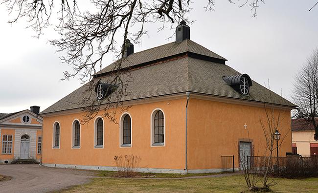 Flygeln innehåller en kyrka