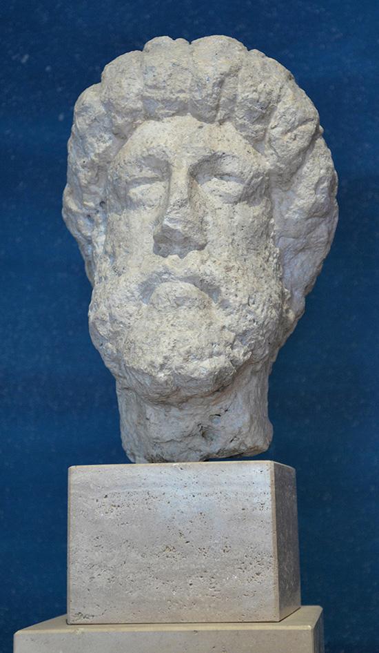 Porträtt av kejsar Marcus Aurelius. Kalksten. Marcus Aurelius var en av romarrikets främsta regenter. Aurelius besökte ofta Pannonien under Donaukrigen.