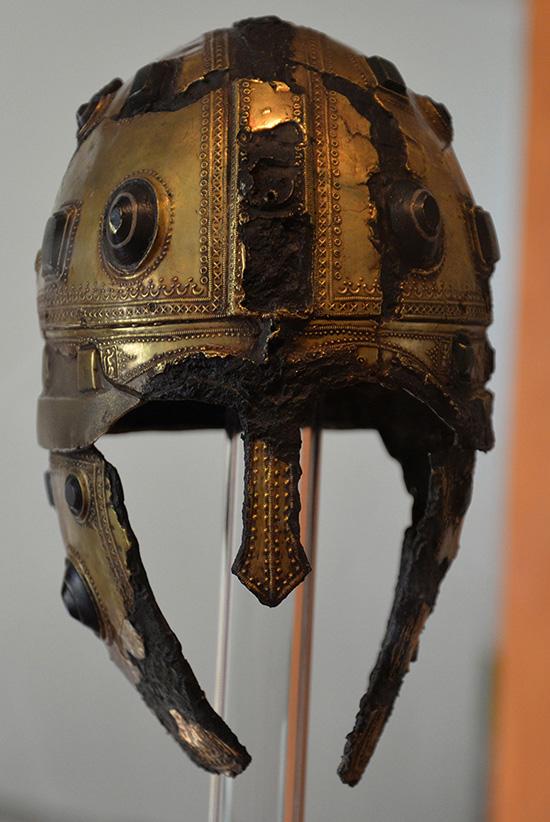Kopia av paradhjälm (från 300- 400-talet e.Kr.). Innehavaren måste ha varit en högt uppsatt militär.