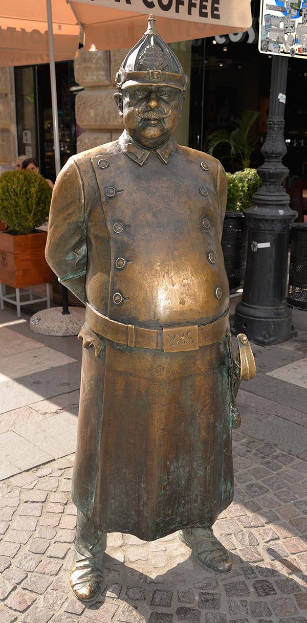 I Budapest finns inte bara många historiska statyer utan även en hel del moderna