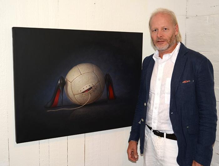 Konstnären på Galleri Nykvarn i Enköping.