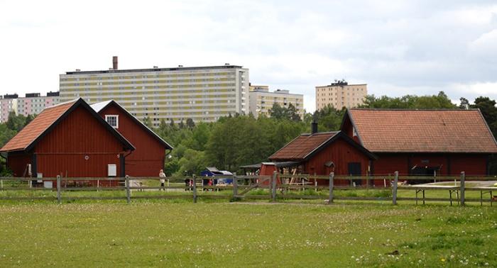 Idyllen Rönninge by i kontrast till hemska betongkolosser