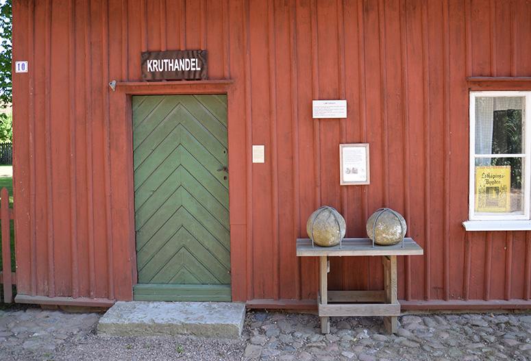 "Hus Nr 10 ""Kruthandeln""."