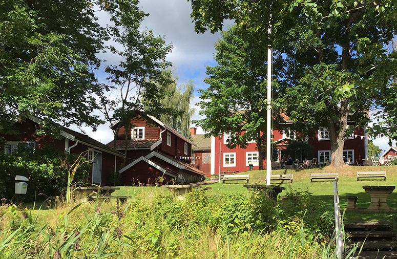 Erik-Larsgarden-Brovallen-01
